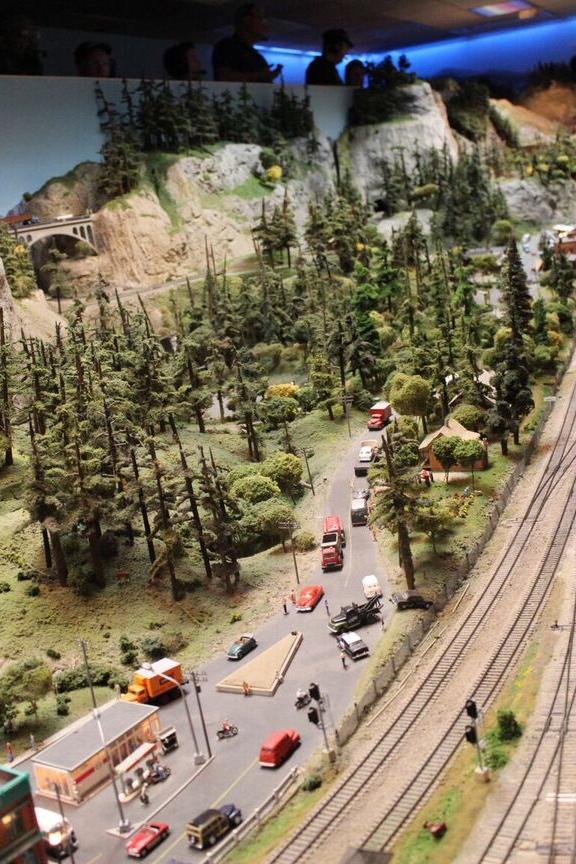 Model rail road table