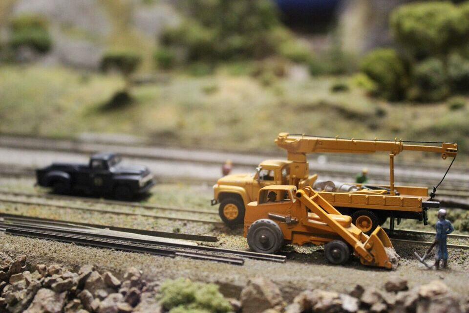 Model railroad machinery
