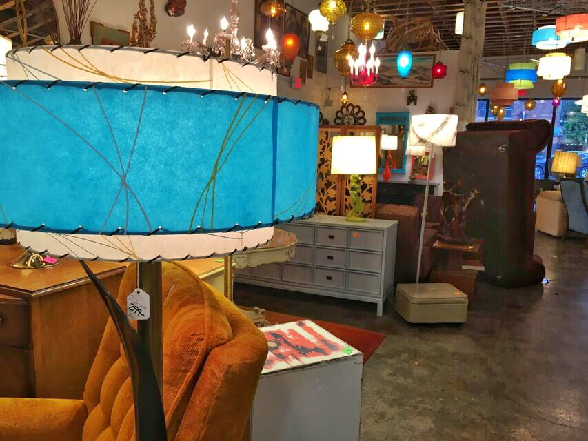 Lounge Lizard Cool blue lamp