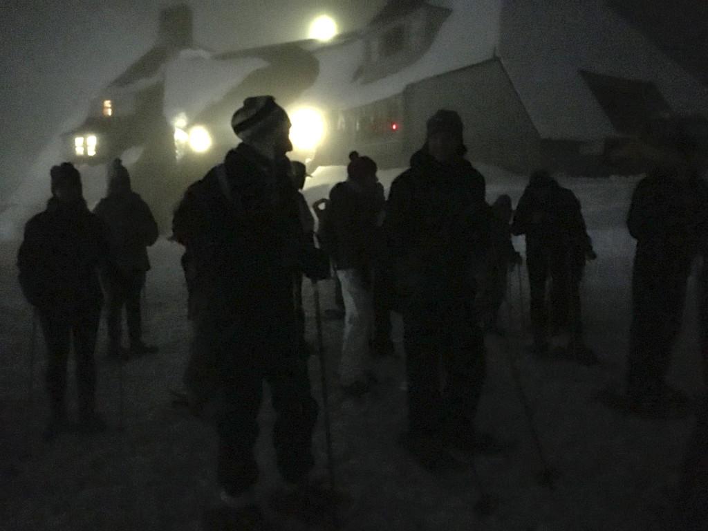 moonlight snowshoe starting crowd