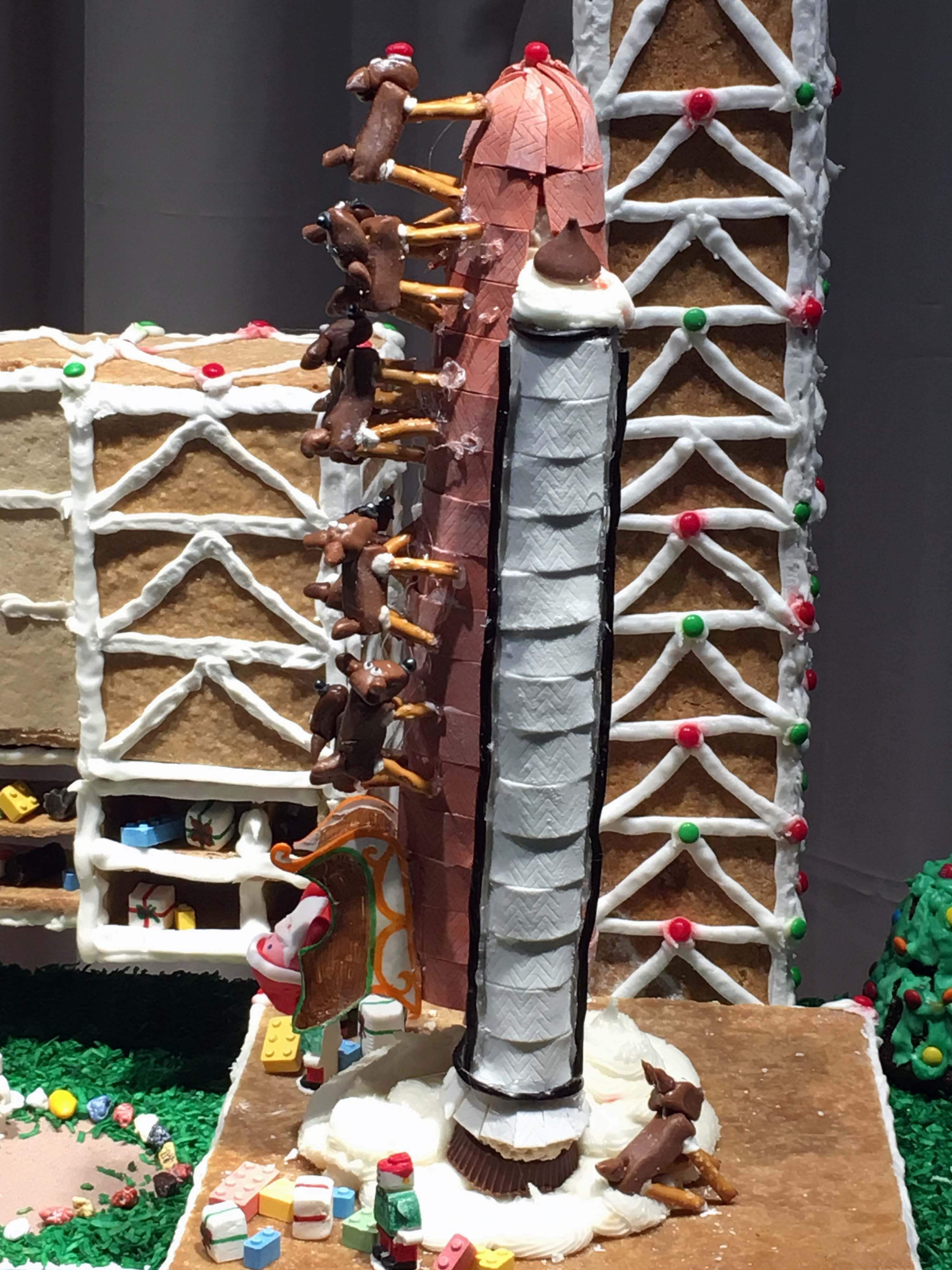 omsi-gingerbread-shuttle-santa
