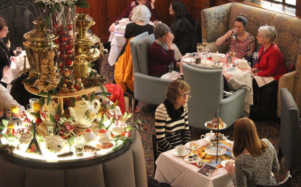 russian-tea-guests